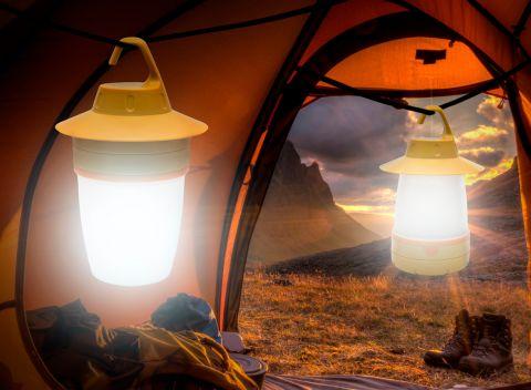 Kempingová lampa s možnosťou jednoduchého zavesenia. Úsporný LED zdroj  svetla s napájaním na tužkové batérie 991df0817fe