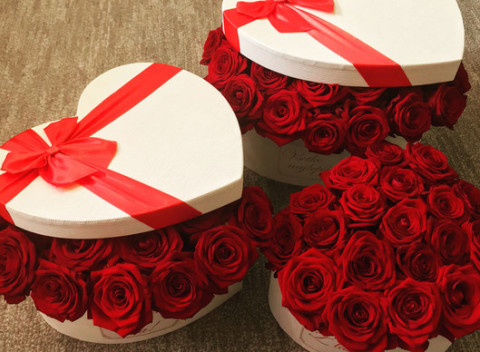 54b94ee48 Kvetinový box plný ruží. Kvetinový box mini ruží v počte 5-15 ks podľa