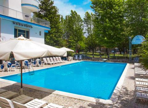 e3683b5f0b134 Letná dovolenka pri mori v talianskom hoteli Alexander*** s polpenziou a až  2