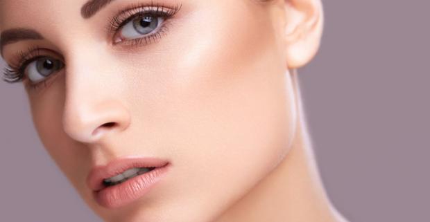 Doprajte svojej pleti starostlivosť a k tomu trochu uvolnenia. Diamantová mikrodermabrázia s masážou tváre a farbením obočia.