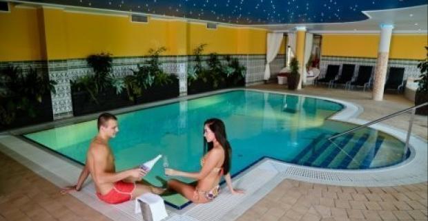 Užite si dovolenku v krásnom hoteli Kikelet Club ***, ktorý leží v maďarskom meste Miskolc Tapolca. Čaká vás polpenzia a skvelý wellness.