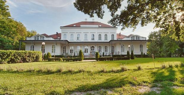 Prežite romantickú dovolenku s atmosférou minulosti v Maďarsku. Pobyt v luxusnom Chateau Földváry**** s privátnym vstupom do Ayuspa.
