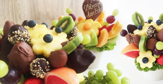 Jedinečné ovocné kytice. Fantastický darček na Valentína, v ktorom sa pohrávajú kombinácie chutí ovocia, čokolády a orieškov.