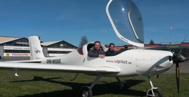 Lietanie s možnosťou pilotovania na skúšku. Voľný ako vták na oblohe na skutočnom lietadle. Darujte sebe alebo svojim blízkym modré z neba.