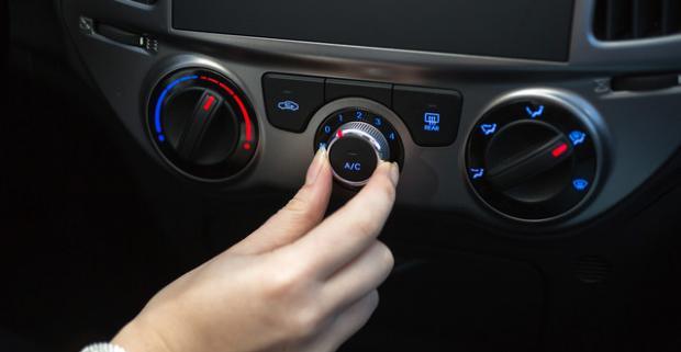 Dezinfekcia interiéru auta ozónom alebo čistenie a plnenie klimatizácie. Zbavte sa skrytej vlhkosti, mikroorganizmov a zápachu.
