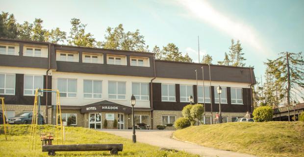 Ak hľadáte miesto, kde si dobijete energiu, ste na správnej adrese. Hotel Hrádok*** Jelšava uprostred gemerskej prírody s wellness a polpenziou.