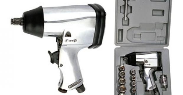 Pneumatický skrutkovač - 17 dielny set v prenosnom kufríku. Šikovný skrutkovač pištoľového tvaru pre montážne práce.