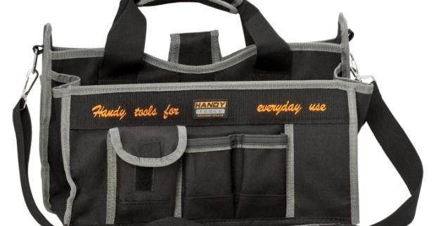 Praktická polyesterová taška na náradie malá. Vrecká rôznych veľkostí, kovové vešiačiky a popruhy vo vnútri aj z vonku.
