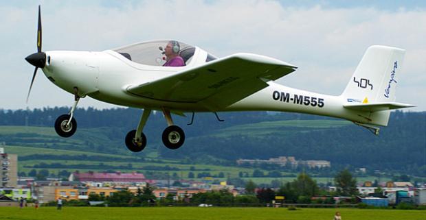 Lietanie lietadlom alebo školenie pilotom na skúšku. Doprajte si dokonalý zážitok a pohľad na krajinu z inej perspektívy.