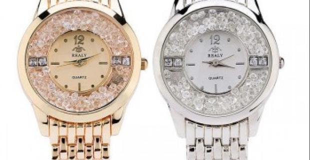 Luxusné a elegantné dámske hodinky s presýpacími kamienkami ako jedinečný  módny doplnok pre každú príležitosť. bdb32aacf5e