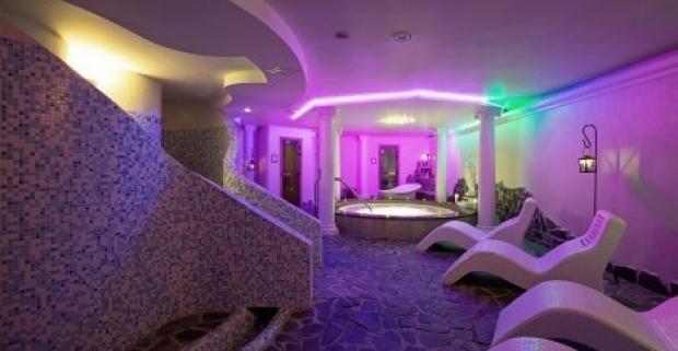 Oddýchnite si v panenskej prírode Vysokých Tatier, kde na vás čaká výborná kuchyňa, relaxačné procedúry a saunový svet.