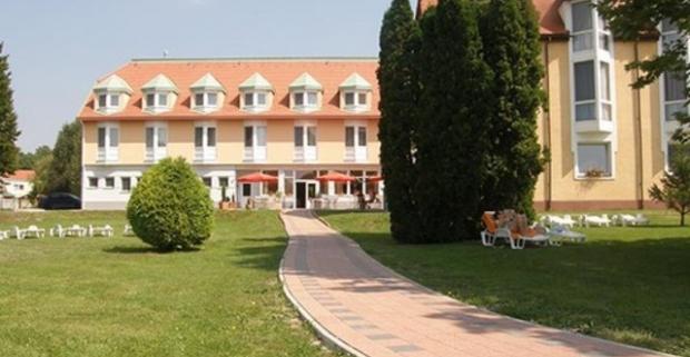 Dokonalý oddych a relax v maďarských kúpeľoch Mosonmagyaróvár s neobmedzeným wellness, ubytovaním a polpenziou v AQUA Hotel Termál***.