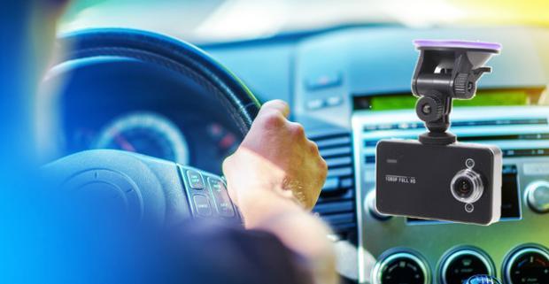 Kvalitná FULL HD kamera do auta s 2,7 palcovým displejom. Ideálna voľba pre všetkých, ktorý sa chcú poistiť proti možným komplikáciám.