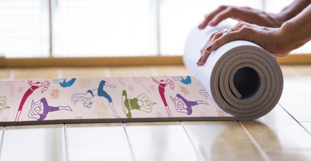 Zažiarte na hodinách jogy s krásnymi podložkami starostlivo navrhnutými jogovými nadšencami a nechajte sa pohladkať ich zamatovým povrchom.