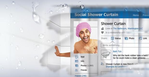 """Je sprcha miestom, kde musíte svoju obľúbenú sociálnu sieť opustiť? So závesom s motívom sociálnej siete budete """"online"""" aj v sprche."""