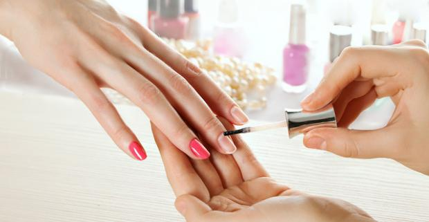 Klasická manikúra, japonská manikúra, gél lak alebo nové gélové nechty. Krásne, vyživené, lesklé a odolné nechty... Môžete ich mať!
