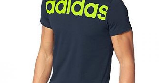Štýlové pánske tričko Adidas s okrúhlym výstrihom a veľkým nápisom na hrudi. Vyrobené z priedušného a rýchloschnúceho materiálu.