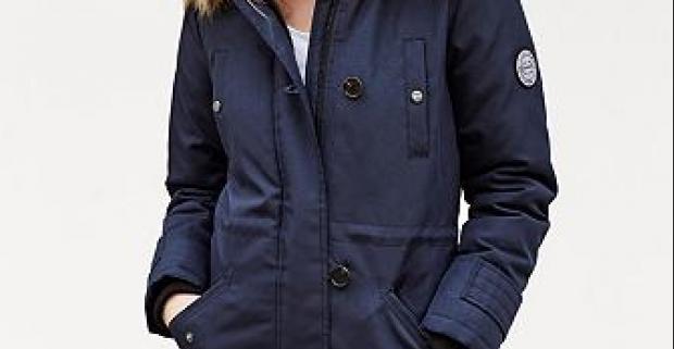 Elegantný dámsky prechodný kabát EXCURSION od Vero Moda. Zapínateľná zipsom a gombíkmi, odnímateľný golier z umelej kožušiny na kapucni.