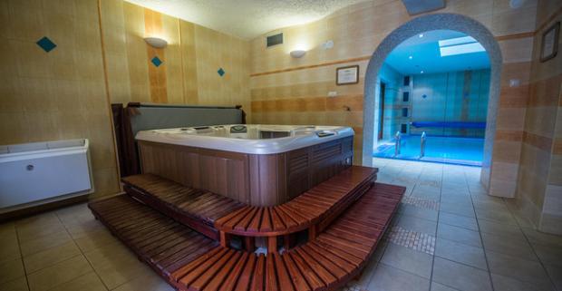 Doprajte si oddych a jedinečný kulinársky zážitok v Trenčianskych Tepliciach. Vstup do wellness v hoteli Most Slávy*** a 4-chodové menu a