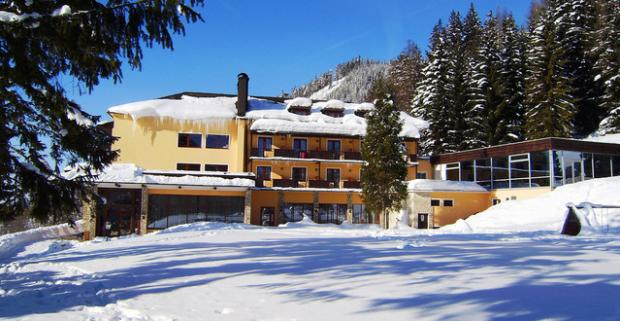 Zimný pobyt v známom alpskom stredisku Semmering v Rakúsku. Ubytovanie v hoteli Alpenhof s polpenziou a neobmedzeným vstupom do bazénu.
