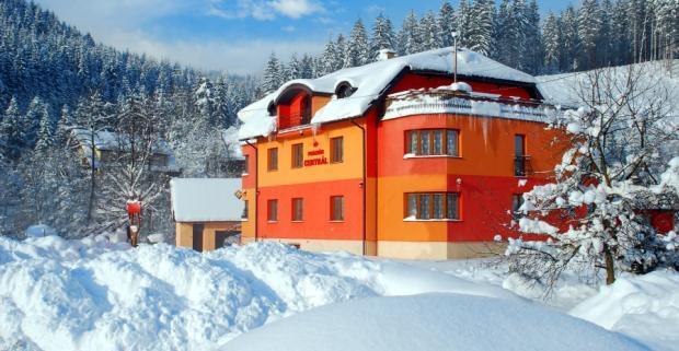 Pobyt s polpenziou a wellnessom vo Veľkej Rači v penzióne Centrál. Užite si lyžovačku vo vyhľadávanom stredisku.