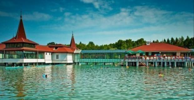 Wellness pobyt v Maďarsku, to je to pravé pre vás. V kúpeľnom meste Hevíz v hoteli Ágnes Hotel*** prežijete príjemnú dovolenku.