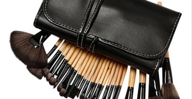 Posuňte vaše líčenie na vyšší level s 24 dielnou sadou štetcov na make-up v luxusnom puzdre, s ktorými dosiahnete profesionálne výsledky.
