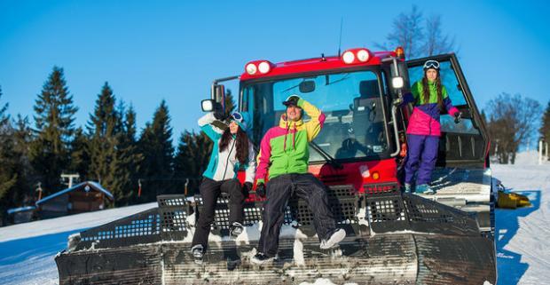 Vyskúšajte celodenný skipass alebo jazdu ratrakom v Snowparadise Veľká Rača a zažite zimu plnú zábavy a zážitkov.