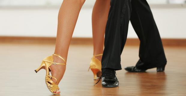 Tanečný kurz pre dospelých – štandardné alebo latino tance. Zažiarte tancom a šťastím, ktoré vám vydrží ešte dlho po kurze.