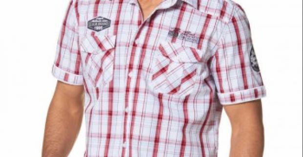 Športová pánska košeľa značky Mans World s krátkymi rukávmi a manžetou. V pohodlnom strihu a s výraznou výšivkou na hrudi aj na rukávoch.