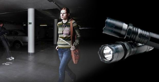 Chráňte sa pred možným útokom agresora nenápadnou, vysoko účinnou, ale maximálne bezpečnou obranou pomôckou LED baterkou s paralyzérom!