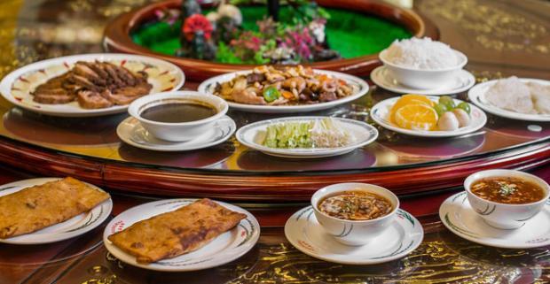 Zažite atmosféru čínskej kultúry s vašimi priateľmi pri 3-chodovom menu s pekingskou kačicou v najstaršej čínskej reštaurácii na Slovensku.