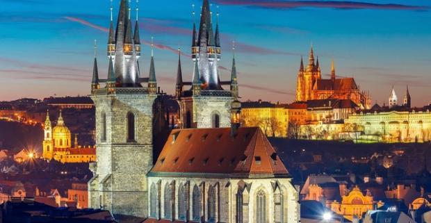 Predvianočná Praha ponúka množstvo lákadiel. Využite zľavu na pobyt vo Wellness hoteli Step**** s raňajkami a vstupom do vodného sveta.