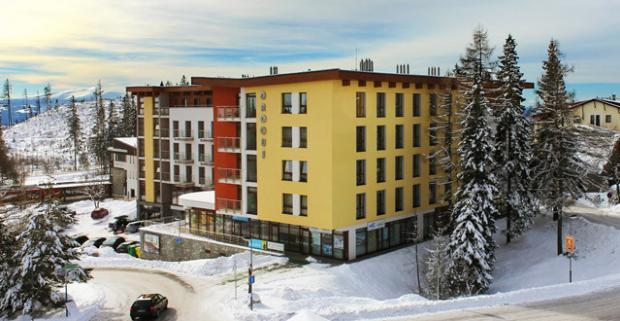 Vychutnajte si krásu Štrbského plesa s komfortným ubytovaním v hoteli Crocus. Ideálne miesto pre rodinnú dovolenku s polpenziou a wellness.