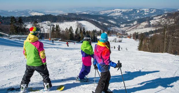 Fantastická lyžovačka v Kysuckých Beskydách. Denný skipas so servisom lyží či jazdou na bobovej dráhe v Snowparadise Veľká Rača Oščadnica.