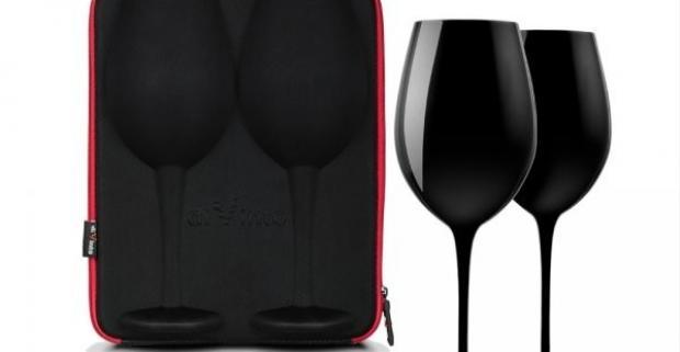 Jedinečná sada čiernych obrích pohárov na víno v praktickom púzdre. Skvelý darček nielen pre milovníkov kvalitných vín a šampanského.