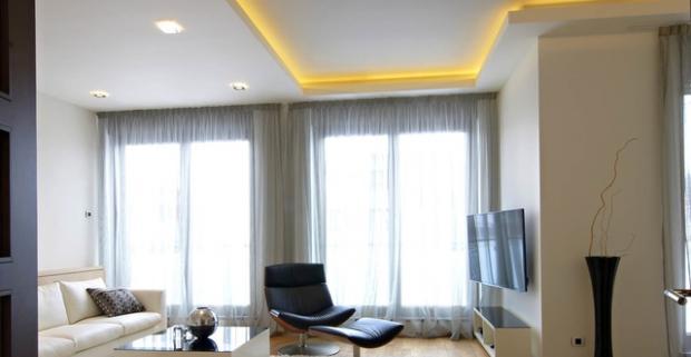LED svetelný pás s diaľkovým ovládaním. Tóny obľúbenej hudby, vôňa kávy a príjemné prítmie v izbe, ktoré nerušene dopĺňa LED osvetlenie.