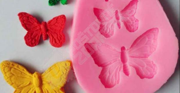 ea370f934a9a Silikónová formička s troma krásnymi motýľmi v rôznych veľkostiach.  Vytvárajte krásne ozdoby na torty