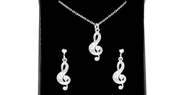 55783981e Jemné a decentné šperky. Elegantné strieborné súpravy Swarovski ...