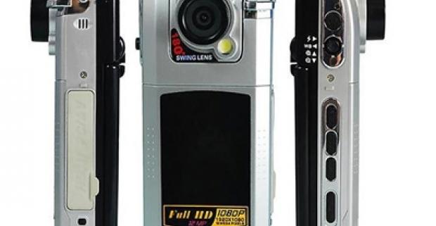 Fotoaparát s HD video záznamom, vhodný aj ako kamera do auta. Ľahký s jednoduchým ovládaním, ideálny na dovolenku či adrenalínové športy.