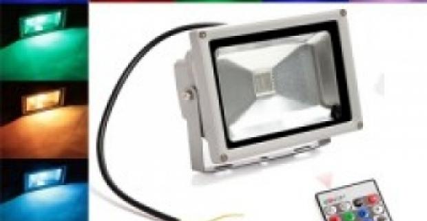 Praktický LED reflektor meniaci farbu. Spotreba energie je nižšia, ako spotreba nočnej lampy. Využite skvelú akciu.