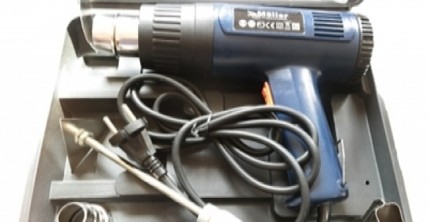 Teplovzdušná pištoľ s kufrom na uskladnenia aj s doplnkami. Všestranné použitie v domácnosti pre odstraňovanie náterov z kovov a dreva.