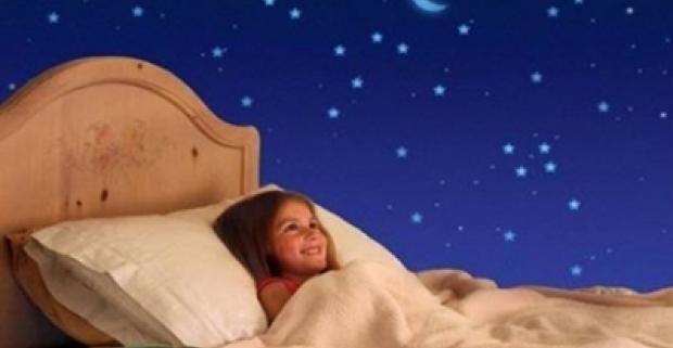 Jedinečná LED lampa v tvare korytnačky. Hviezdy možno premietať v troch upokojujúcich farbách. Dekorácia a nočné svetlo do detskej izby.