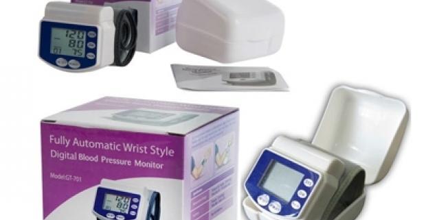 Merač pulzu a krvného tlaku na zápästie. Inteligentné automatické meranie, prevádzka na dve batérie. Pamäť na 30 meraní.