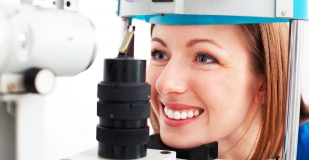 f1230a0d4 Profesionálne kompletné očné vyšetrenie. Mrknite na lekára a uistite sa, či  je s vaším zrakom naozaj všetko v poriadku. Idealoptik, Poliklinika  Vajnorská
