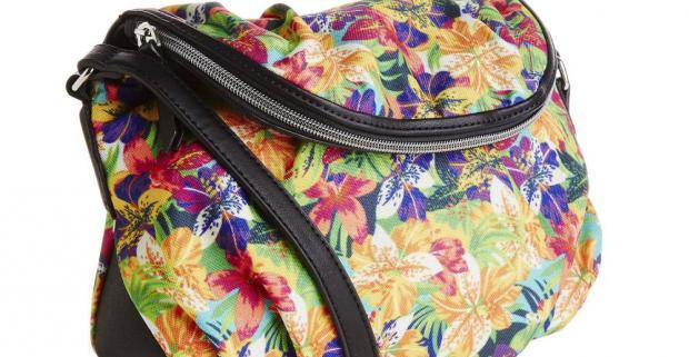 1e5734067 Farebné kvetinové kabelky sú aktuálne trendy! Nebojte sa farieb a  kombinujte kabelku s lodičkami aj teniskami.