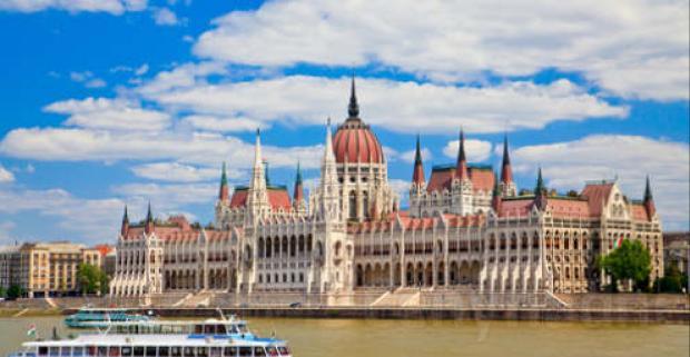 Užite si krásny víkend v Budapešti. Pobyt pre dvoch v luxusnom hoteli NH Budapest City**** s výletnou plavbou po Dunaji a raňajkami.