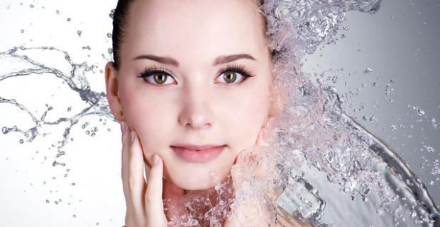 Ošetrenie pleti prelomovou technológiou OxyGeneo. Doprajte pleti hlboké omladenie s infúziou živín a účinných látok pre obnovu pokožky.