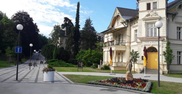 Oddychujte v najkrajších moravských kúpeľoch v Luhačoviciach. Pobyt v hoteli Litovel*** s polpenziou, masážou a vstupom do soľnej jaskyne.