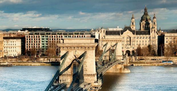 Spravte si výlet do krásnej Budapešti a kochajte sa jej pamätihodnosťami. Pobyt v Hoteli Császár*** so vstupom do rímskych kúpeľov Veli Bej.
